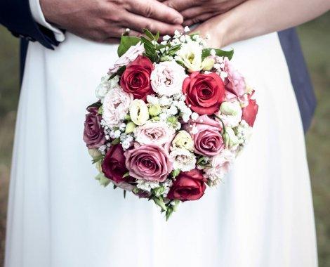 Hochzeitsbild-rote-rosen